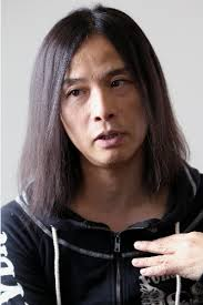 辻仁成 ロン毛.png